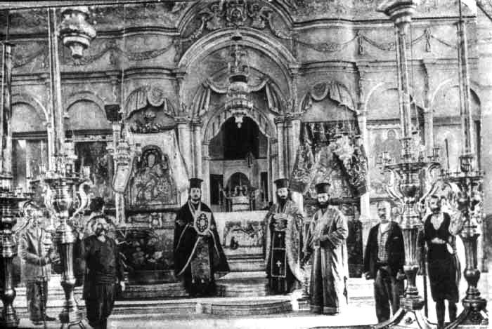 Το εσωτερικό του Ιερού Ναού το 1904.