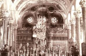 Το εσωτερικό του ναού παλαιότερα.