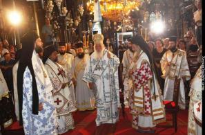 Χοροστατεί ο Αρχιεπίσκοπος Αθηνών και Πάσης Ελλάδος κ. Ιερώνυμος (15-8-2008).