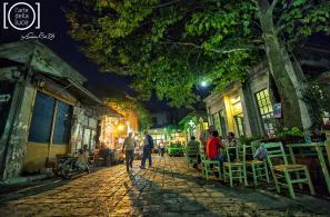 Νυχτερινή όψη της Πλατείας Αγοράς (Φωτο Κώστα Σταματέλη).