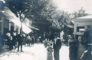 Προπολεμική φωτογραφία της δενδροφυτεμένης Πλατείας Αγοράς, που ήταν ένας βοτανικός παράδεισος!