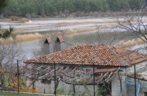 Τα όμβρια νερά λιμνάζουν ξαναδίνοντας στη Λίμνο τη μορφή που είχε πριν την αποξήρανσή της.