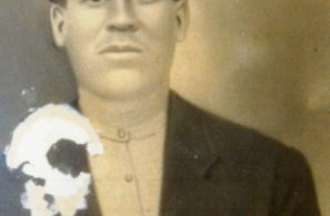 Ψαριανός Ευστράτιος του Φραντζέσκου. Εκτελέστηκε από τους Γερμανούς στη Μυτιλήνη στις 28 Νοεμβρίου 1942.