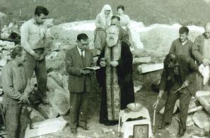 Αγιασμός θεμελίωσης του ναϋδρίου του Ταξιάρχη Μιχαήλ στο Καστέλι.